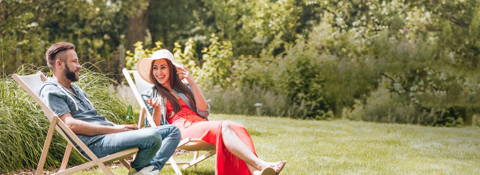 Couple dans un beau jardin Terraflore
